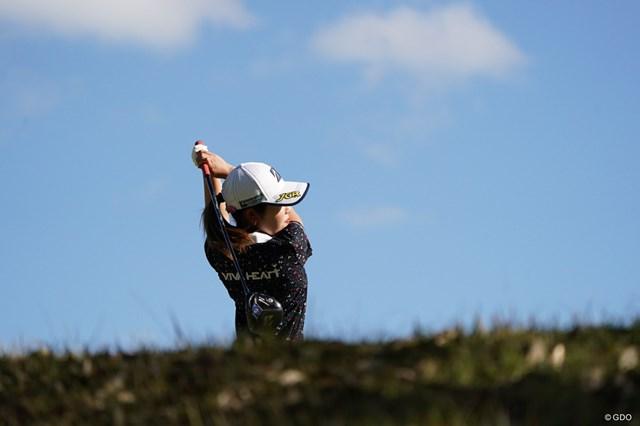 2020年 伊藤園レディスゴルフトーナメント 最終日 古江彩佳 ティショットを放つ古江。抜群の安定感