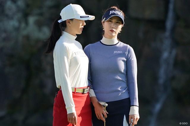 2020年 伊藤園レディスゴルフトーナメント 最終日 キム・ハヌル 同組のユン・チェヨンと話すキム・ハヌル