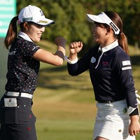 吉本ひかるとひじタッチ 2020年 伊藤園レディスゴルフトーナメント 最終日 古江彩佳