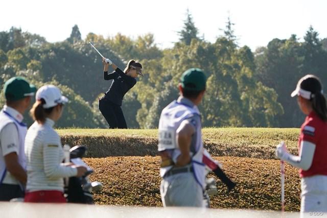 2020年 伊藤園レディスゴルフトーナメント 最終日 上田桃子 上田桃子のショットを見る選手達