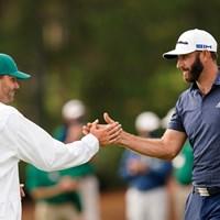 弟でキャディのオースティンと優勝を称え合う(提供:Augusta National Golf Club) 2021年 マスターズ 最終日 ダスティン・ジョンソン