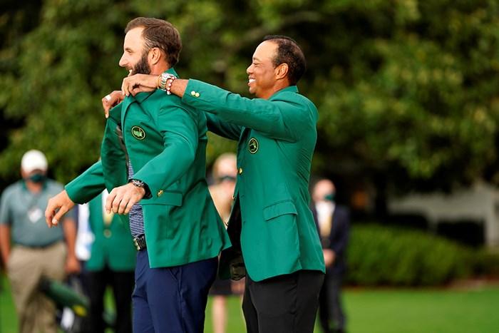 新旧マスターズチャンピオン(提供:Augusta National Golf Club) 2021年 マスターズ 4日目 ダスティン・ジョンソン タイガー・ウッズ