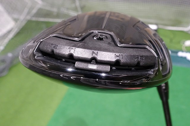 新製品レポート タイトリスト TSi3 ドライバー ソール最後部には弾道調整用の移動式ウェイトが搭載されている