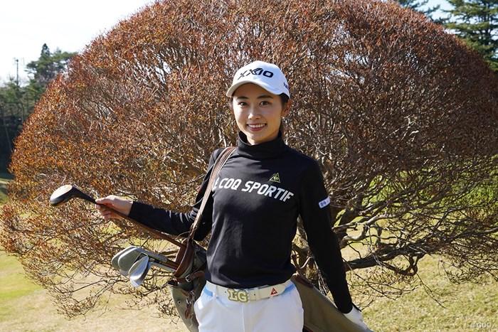 神戸ゴルフ倶楽部で行われた小学生のゴルフ場体験イベントに参加、パーシモンクラブにも挑戦した安田祐香 2020年 安田祐香