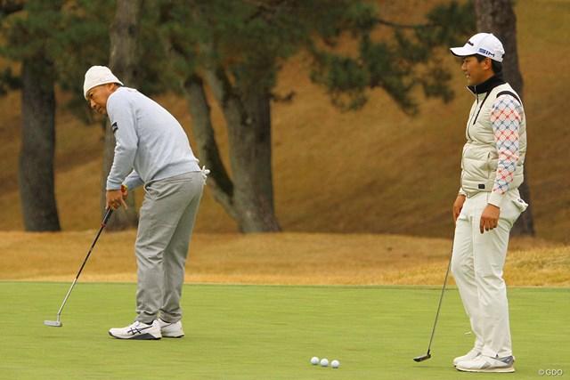 2020年 ゴルフ日本シリーズJTカップ 事前 片山晋呉 石坂友宏 初出場の石坂友宏(右)は片山晋呉との練習ラウンドから多くを学んだ