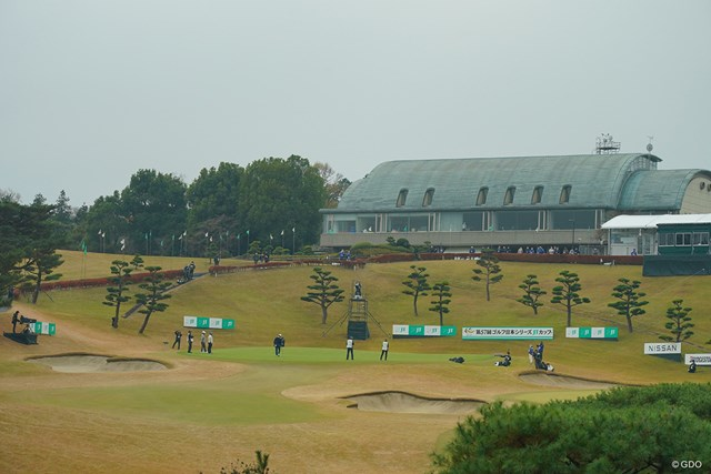 2020年 ゴルフ日本シリーズJTカップ 初日 東京よみうりカントリークラブ18番ホール いつもなら多くのギャラリーに囲まれる18番グリーンもご覧の通り。