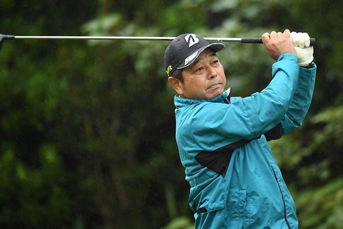 首位発進を決めた河村雅之(提供:日本プロゴルフ協会) 2020年 金秀シニア 沖縄オープンゴルフトーナメント 初日 河村雅之