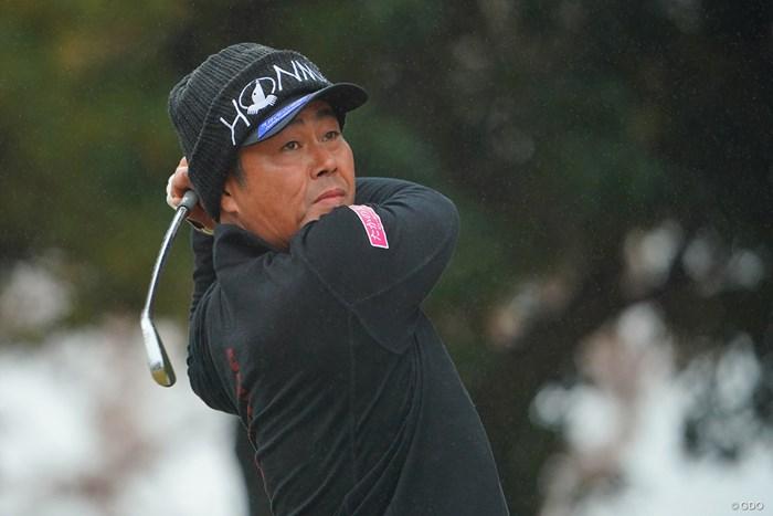 フィニッシュでもシャフトがしなってます。 2020年 ゴルフ日本シリーズJTカップ 3日目 谷原秀人