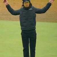 寒いのでストレッチ。 2020年 ゴルフ日本シリーズJTカップ 3日目 石川遼