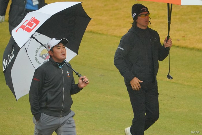 金谷拓実(左)と連日同組で回った石川遼はルーキーをPGAツアーの名プレーヤーに例えた 2020年 ゴルフ日本シリーズJTカップ 3日目 金谷拓実 石川遼