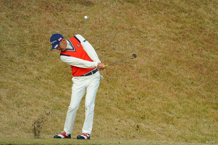 こんなに高く上げるんだ。 2020年 ゴルフ日本シリーズJTカップ 最終日 岩田寛
