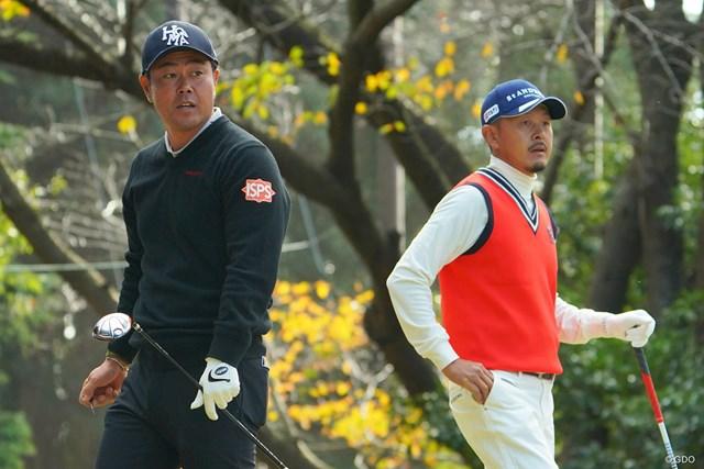 2020年 ゴルフ日本シリーズJTカップ 最終日 谷原秀人 岩田寛 最終日最終組で久々のタイトルに迫った岩田寛(右)と谷原秀人。1打及ばなかった