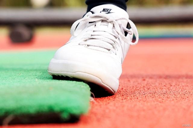 スタート前にやっておくべき練習法 森美穂 右足の外側に体重が乗る=スウェーの動き