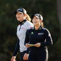 同組で回ったジュタヌガン姉妹。157㎝の姉・モリヤが優勝争いへ(USGA/Chris Keane) 2020年 全米女子オープン 3日目 アリヤ・ジュタヌガン モリヤ・ジュタヌガン