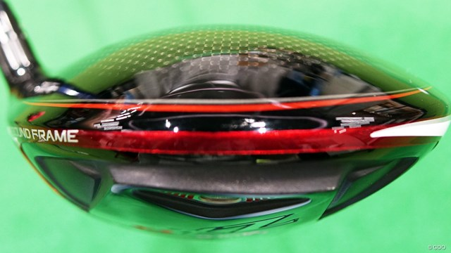 スリクソン ZX5 ドライバーを筒康博が試打「グローバル感満載」 「リバウンドフレーム」のロゴが入った赤ラインが目立つデザイン