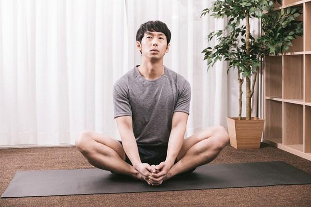 「足のつり」に効く予防策と対処法 軽いストレッチを習慣に!(提供:ぱくたそ、model by 大川竜弥)