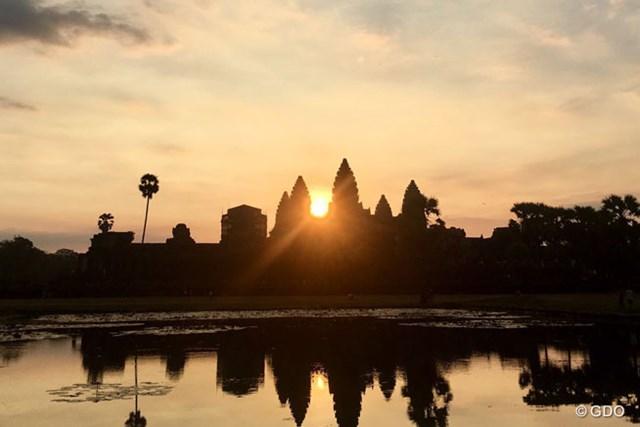 カンボジアで眺めたアンコールワットの夜景