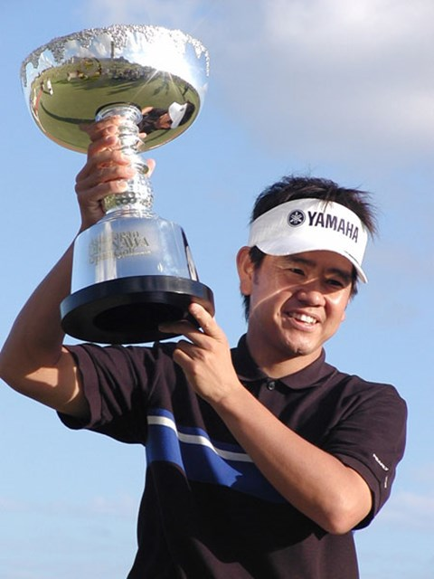2002年(2003年シーズン) 「アジア・ジャパン沖縄オープンゴルフトーナメント」 藤田寛之 2003年シーズン開幕戦の「アジア・ジャパン沖縄オープン」を制した藤田寛之