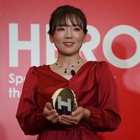 赤いドレスに身を包んだ有村智恵 2020年 HEROs AWARD 有村智恵