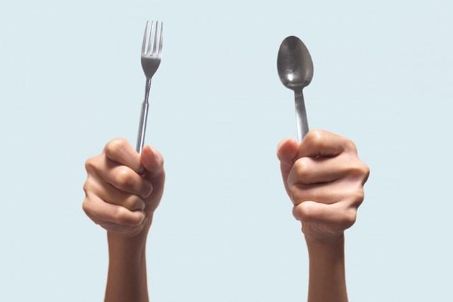 正月太りを予防するトレーニング つい食べ過ぎちゃいますよね…(提供:写真AC、クリエイター: ふみたんさん)