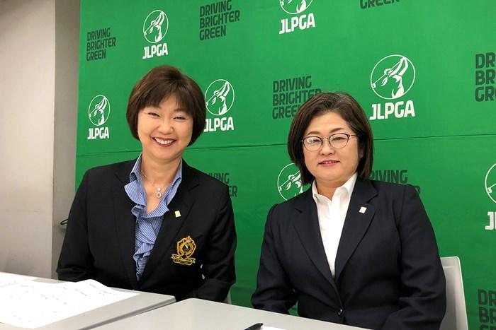 リモートによる会見を行った小林浩美JLPGA会長(左)と原田香里・同副会長(※日本女子プロゴルフ協会提供) 2020年 小林浩美JLPGA会長 原田香里・同副会長