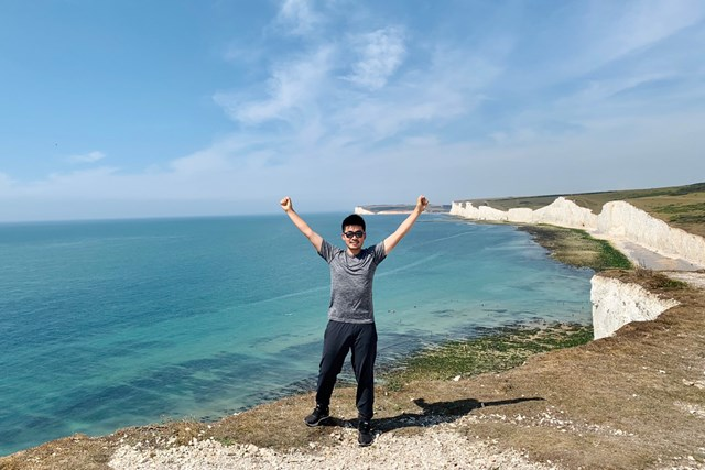 川村昌弘 旅もソーシャルディスタンスを守りながら。夏場に英国の海岸で