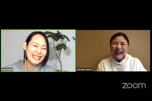 バレーボールの大山加奈さん(左)とオンライントークを行った横峯さくら(イベントのようすを画面キャプチャ)