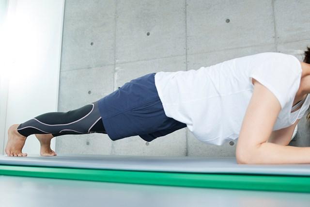 体幹を鍛える自宅トレーニング お家でゴルフ上達できるかも…?(提供:写真AC、クリエーター:まぽさん)