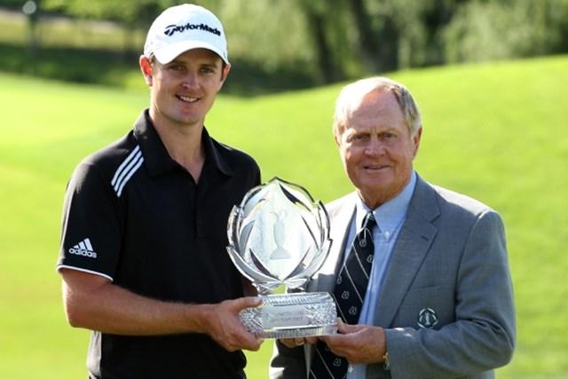 2010年 ザ・メモリアル 最終日 ジャスティン・ローズ PGAツアーでの初タイトルは2010年「ザ・メモリアルトーナメント」。ジャスティン・ローズは大会ホストのジャック・ニクラスとメモリアルな一枚(Scott Halleran /Getty Images)