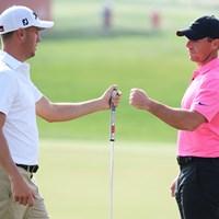 欧州ツアー開幕戦で同組でプレーしたジャスティン・トーマスとロリー・マキロイ(Ross Kinnaird/Getty Images) 2021年 アブダビHSBCゴルフ選手権  初日 ジャスティン・トーマス ロリー・マキロイ