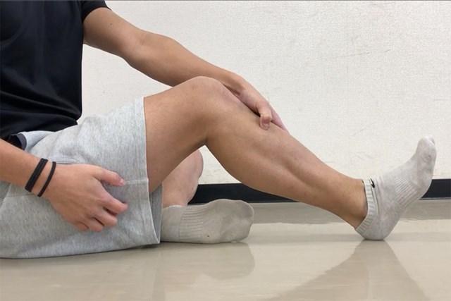筋肉をほぐすセルフマッサージ すねの筋肉をほぐしましょう(提供:ケアくる)