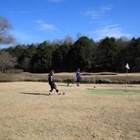 フットゴルフ大会でプレーする選手たち フットゴルフ