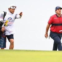 義理の弟、ケセラー・カレインがバッグを担ぐ(Brian Rothmuller/Icon Sportswire via Getty Images) 2021年 ファーマーズインシュランスオープン 最終日 パトリック・リード
