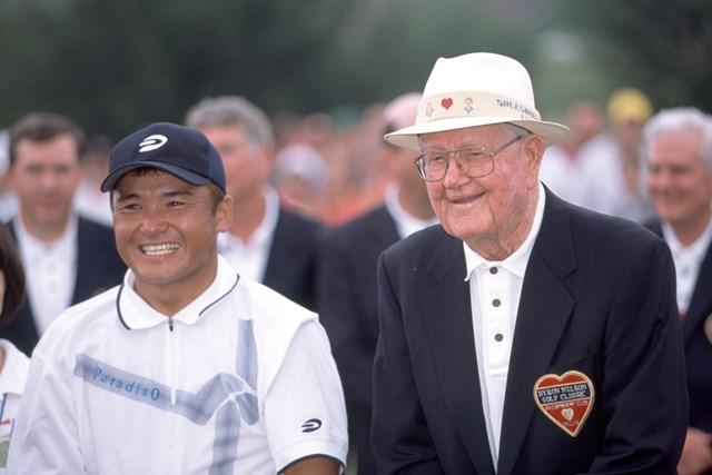 2020年 丸山茂樹 ベライゾン バイロン・ネルソン クラシック 2020年に米ツアー2勝目を挙げた丸山茂樹と大会ホスト役のバイロン・ネルソン(Chris Condon/PGA TOUR Archive/Getty Images)