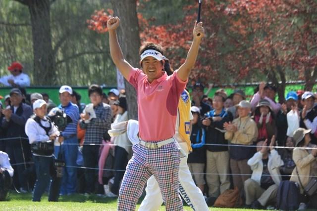 2010年 プレーヤーズラウンジ 藤田寛之 40歳を迎え、ゴルフに対する情熱は増す一方。熱い男、藤田寛之は元気いっぱいです!