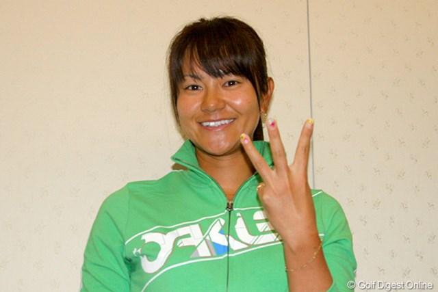 カメラに向けて3勝目のポーズ!今週は日本での活躍に期待!
