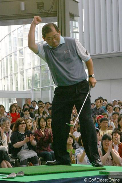 この日はファン交流イベントに参加した中嶋常幸。元気な姿をファンの前で披露した