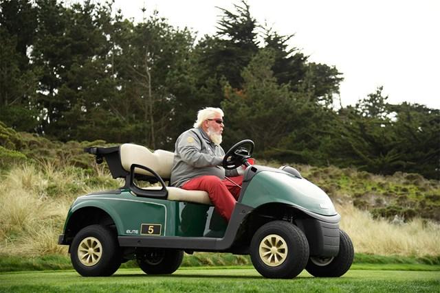 2021年 AT&Tペブルビーチプロアマ  初日 ジョン・デーリー 直近「AT&Tペブルビーチプロアマ」初日のジョン・デーリーはこの風貌でラウンド中にカート運転も(Harry How/Getty Images)