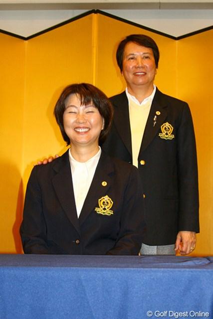 2011年 日本女子ゴルフ協会 総会 小林浩美新会長&樋口久子氏 樋口久子前会長からバトンを受け、小林浩美会長の新体制がスタートした