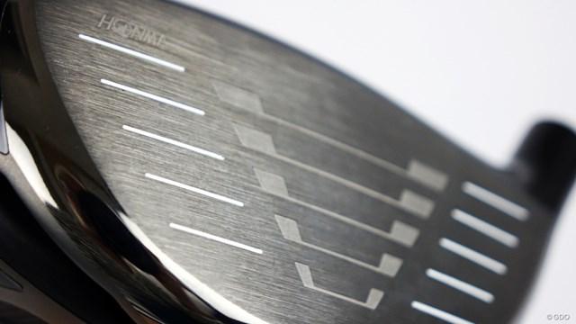 ツアーワールド GS ドライバーを西川みさとが試打「振りやすいバランス◎」 裏面が放射状の構造となっている「ラジアルフェース」