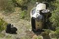 横転して大破したウッズ運転のSUV(Wally Skalij/Los Angeles Times via Getty Images)