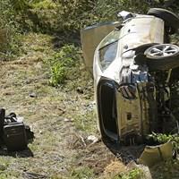 横転して大破したウッズ運転のSUV(Wally Skalij/Los Angeles Times via Getty Images) 2021年 タイガー・ウッズ