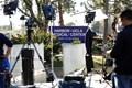 ハーバーUCLAメディカルセンターに大挙していた報道陣。タイガー・ウッズは25日に別の病院へ移送されて治療を継続する(Christina House/  Los Angeles Times via Getty Images)