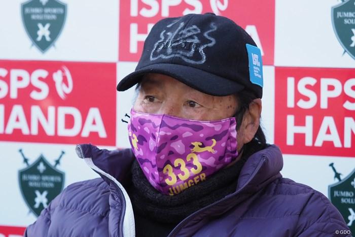 派手なマスクで取材対応 尾崎将司