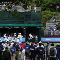国内女子ゴルフツアーは1年3カ月ぶりに観客を入れて開幕 2021年 ダイキンオーキッドレディスゴルフトーナメント 初日 第1組