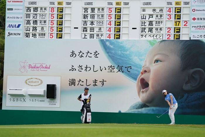 最終18番アプローチショット 2021年 ダイキンオーキッドレディスゴルフトーナメント 初日 渋野日向子
