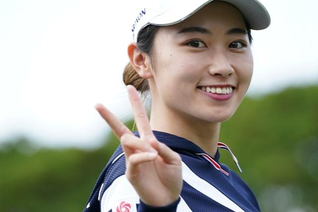 2021年 ダイキンオーキッドレディスゴルフトーナメント 初日 安田祐香 サングラス外してピースなんて嬉しいね