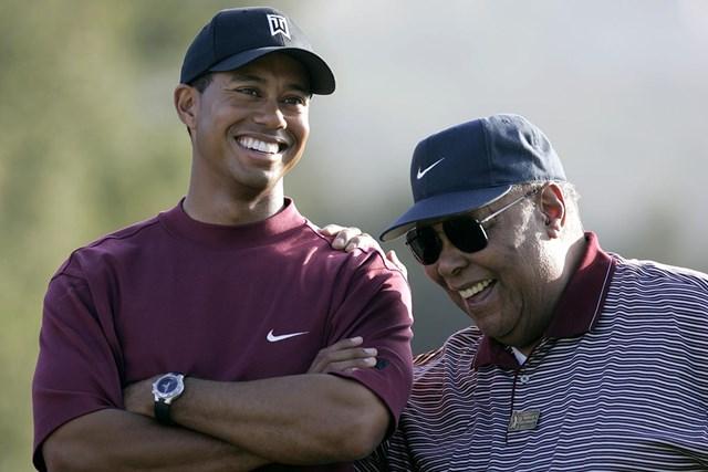 タイガー・ウッズ 「タイガー」のミドルネームは父アールさんの戦友が由来。名実ともにタイガー・ウッズの生みの親だった※写真は2004年「ターゲットワールドチャレンジ」(Scott Clarke/WireImage)
