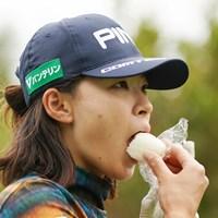 おにぎりをパクリ 2021年 ダイキンオーキッドレディスゴルフトーナメント 3日目 渋野日向子