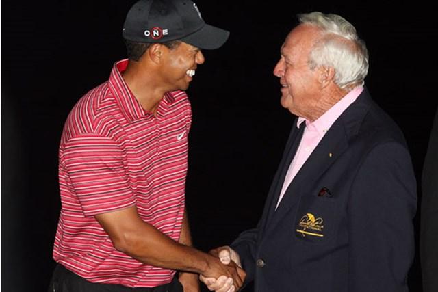 2009年 アーノルド・パーマーインビテーショナル 2009年大会は暗闇迫る72ホール目のバーディで優勝を決めた(David Cannon/Getty Images)